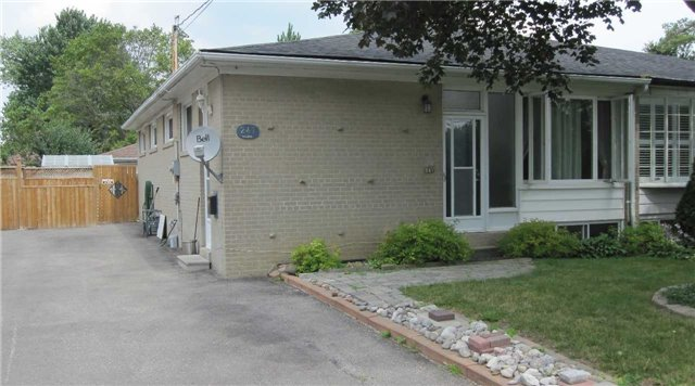 Semi-detached at 247 Taylor Mills Dr S, Richmond Hill, Ontario. Image 1