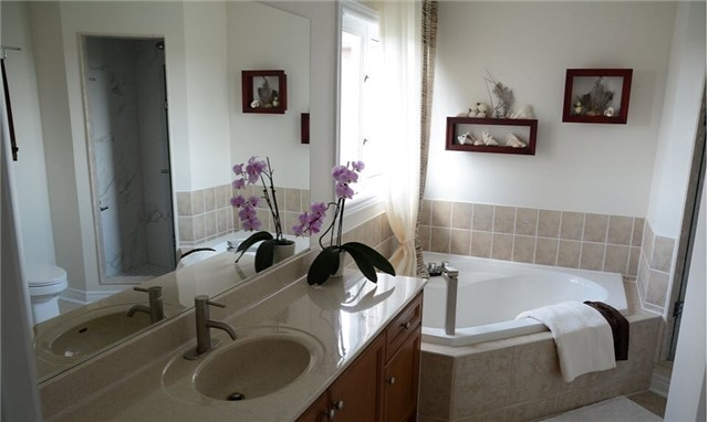 Detached at 105 Barberry Cres, Richmond Hill, Ontario. Image 12