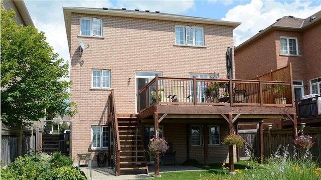 Detached at 105 Barberry Cres, Richmond Hill, Ontario. Image 4