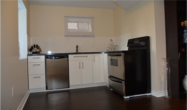 Detached at 105 Barberry Cres, Richmond Hill, Ontario. Image 5
