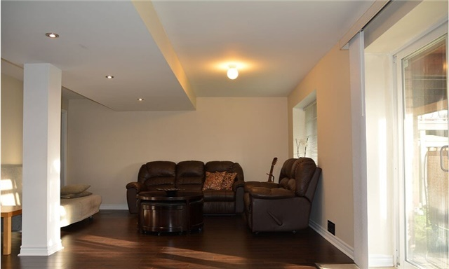Detached at 105 Barberry Cres, Richmond Hill, Ontario. Image 6