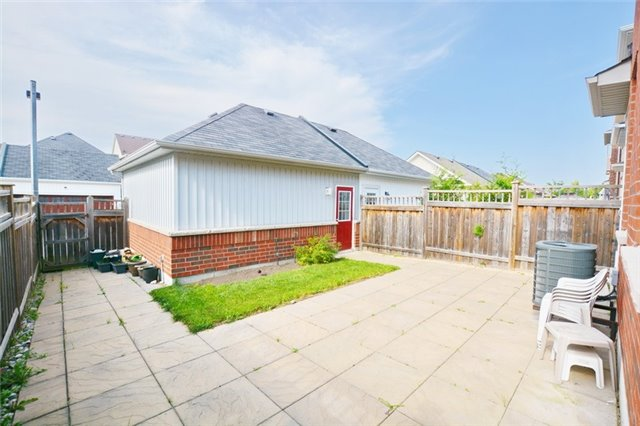 Detached at 14 Knights Corners Lane, Markham, Ontario. Image 6