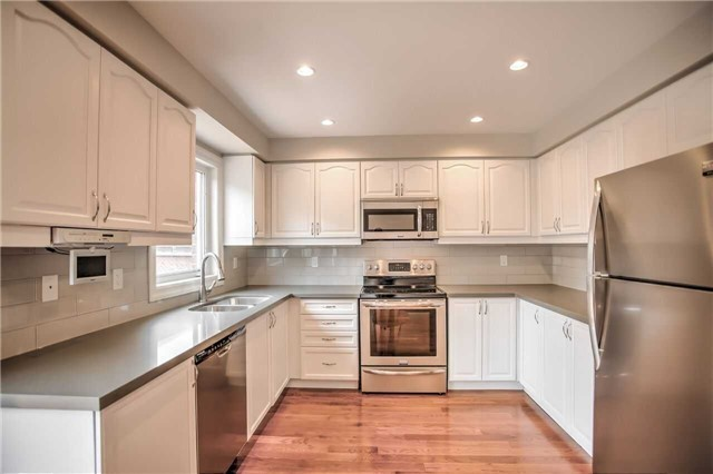 Detached at 1002 Oaktree Cres, Newmarket, Ontario. Image 17