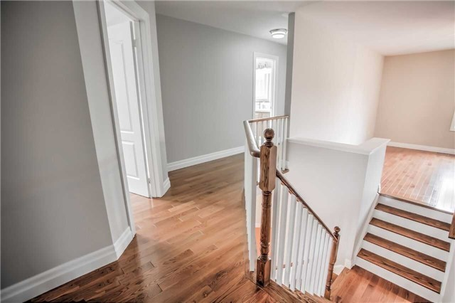 Detached at 1002 Oaktree Cres, Newmarket, Ontario. Image 18