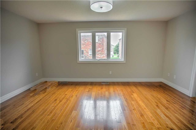 Detached at 1002 Oaktree Cres, Newmarket, Ontario. Image 20