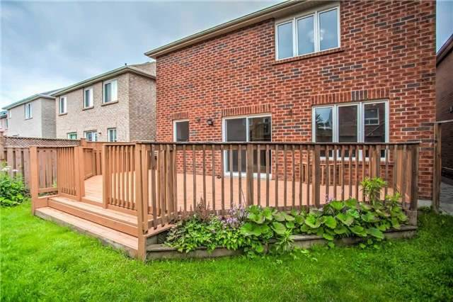 Detached at 1002 Oaktree Cres, Newmarket, Ontario. Image 13