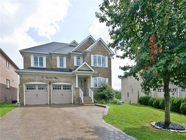 Detached at 21 Mynden Way, Newmarket, Ontario. Image 1