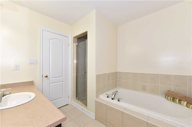 Townhouse at 25 Zachary Pl, Vaughan, Ontario. Image 5