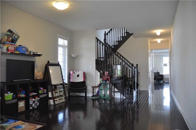 Link at 70 Living Cres, Markham, Ontario. Image 9