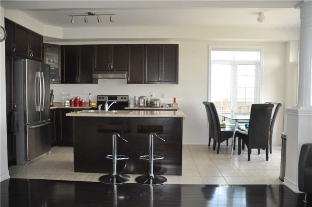 Link at 70 Living Cres, Markham, Ontario. Image 10
