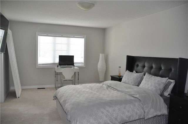 Link at 70 Living Cres, Markham, Ontario. Image 12
