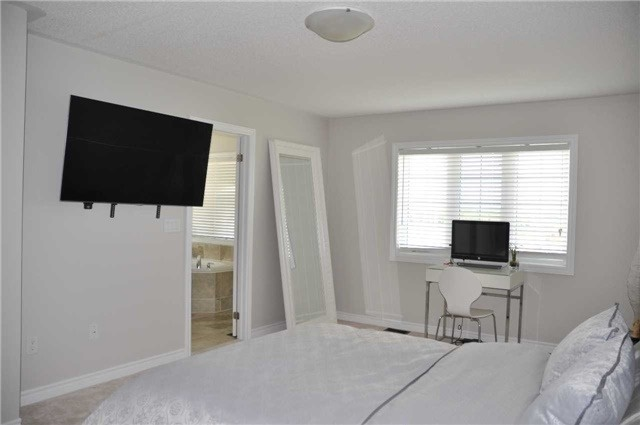 Link at 70 Living Cres, Markham, Ontario. Image 13