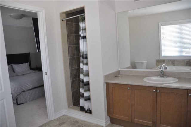 Link at 70 Living Cres, Markham, Ontario. Image 2