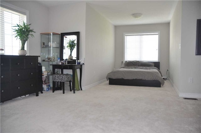 Link at 70 Living Cres, Markham, Ontario. Image 4