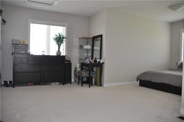 Link at 70 Living Cres, Markham, Ontario. Image 6