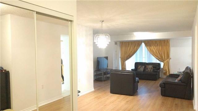 Condo Apartment at 9015 Leslie St, Unit 816, Richmond Hill, Ontario. Image 7