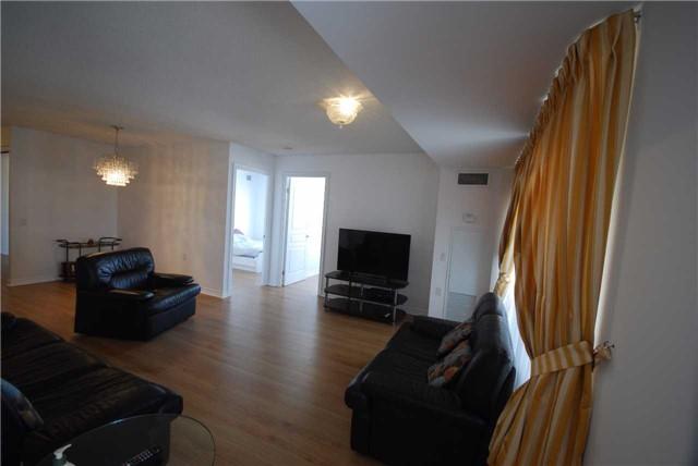 Condo Apartment at 9015 Leslie St, Unit 816, Richmond Hill, Ontario. Image 8