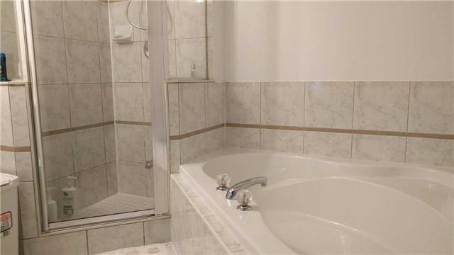Condo Apartment at 9015 Leslie St, Unit 816, Richmond Hill, Ontario. Image 2