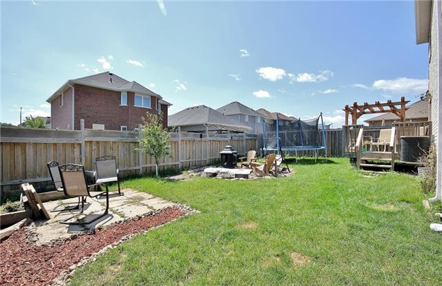 Detached at 1295 Corm St, Innisfil, Ontario. Image 9