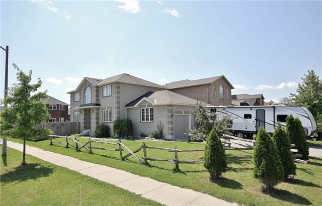 Detached at 1295 Corm St, Innisfil, Ontario. Image 13