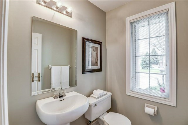 Detached at 990 Stonehaven Ave, Newmarket, Ontario. Image 16