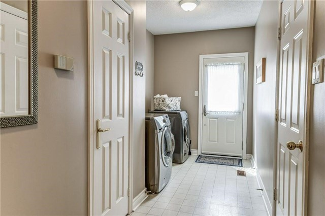 Detached at 990 Stonehaven Ave, Newmarket, Ontario. Image 17