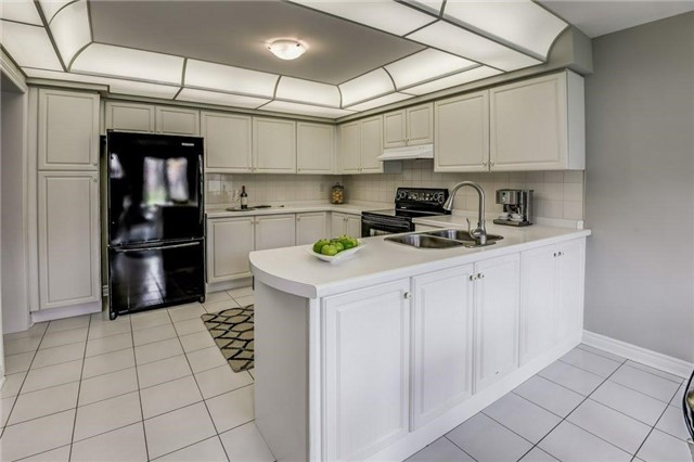 Detached at 990 Stonehaven Ave, Newmarket, Ontario. Image 19