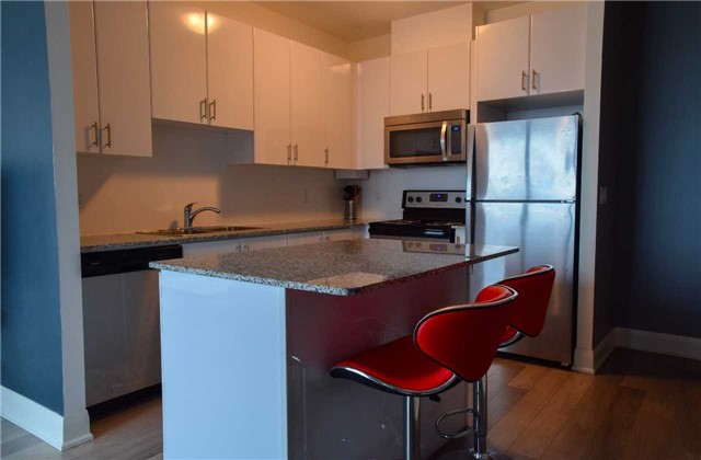 Condo Apartment at 2900 Highway 7 Ave, Unit 521, Vaughan, Ontario. Image 2