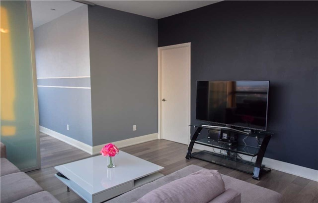 Condo Apartment at 2900 Highway 7 Ave, Unit 521, Vaughan, Ontario. Image 5