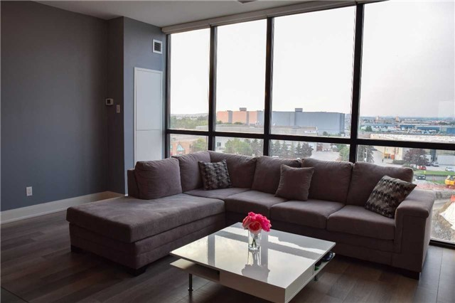 Condo Apartment at 2900 Highway 7 Ave, Unit 521, Vaughan, Ontario. Image 6