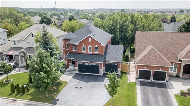 Detached at 886 Best Circ, Newmarket, Ontario. Image 1