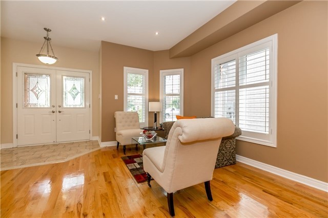 Detached at 886 Best Circ, Newmarket, Ontario. Image 15