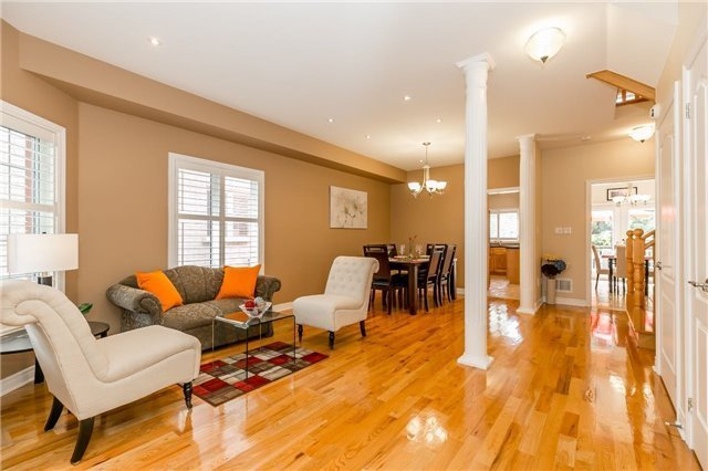 Detached at 886 Best Circ, Newmarket, Ontario. Image 16
