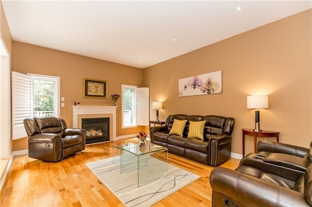 Detached at 886 Best Circ, Newmarket, Ontario. Image 20