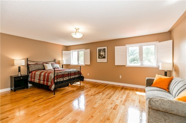Detached at 886 Best Circ, Newmarket, Ontario. Image 2