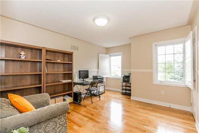 Detached at 886 Best Circ, Newmarket, Ontario. Image 6
