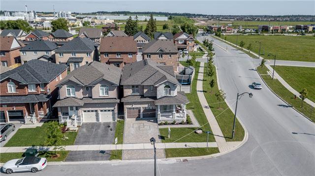 Detached at 432 Langford Blvd, Bradford West Gwillimbury, Ontario. Image 1