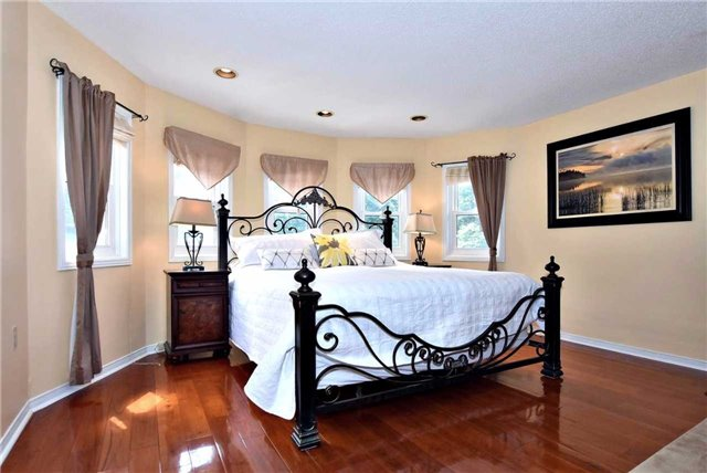 Detached at 476 Doyle Crt, Newmarket, Ontario. Image 2