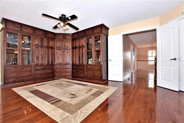 Detached at 476 Doyle Crt, Newmarket, Ontario. Image 3