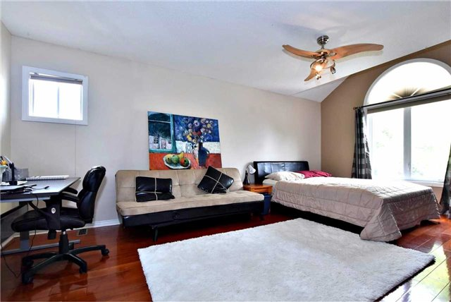 Detached at 476 Doyle Crt, Newmarket, Ontario. Image 7