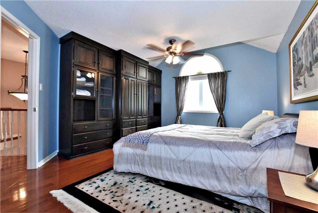 Detached at 476 Doyle Crt, Newmarket, Ontario. Image 8
