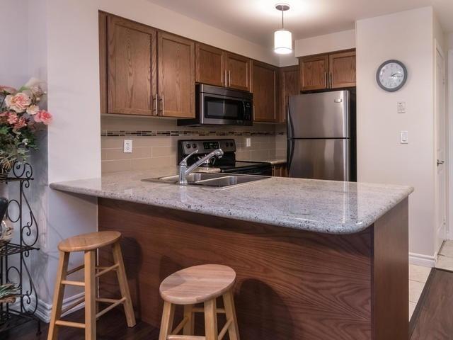 Condo Apartment at 18 Harding Blvd, Unit 208, Richmond Hill, Ontario. Image 10
