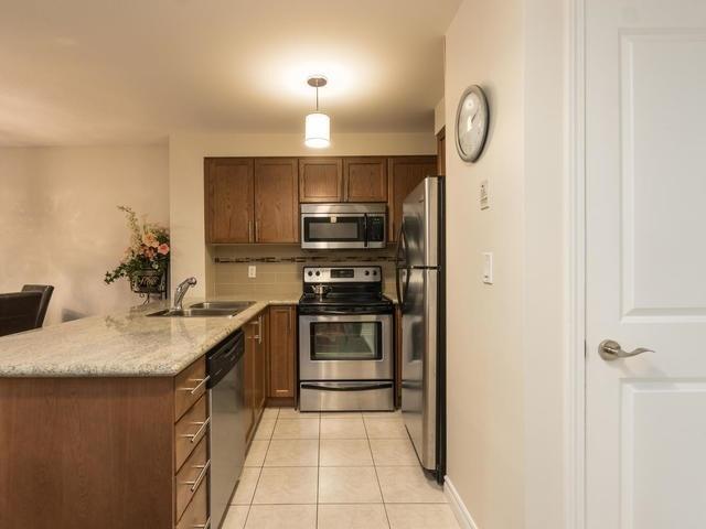 Condo Apartment at 18 Harding Blvd, Unit 208, Richmond Hill, Ontario. Image 11