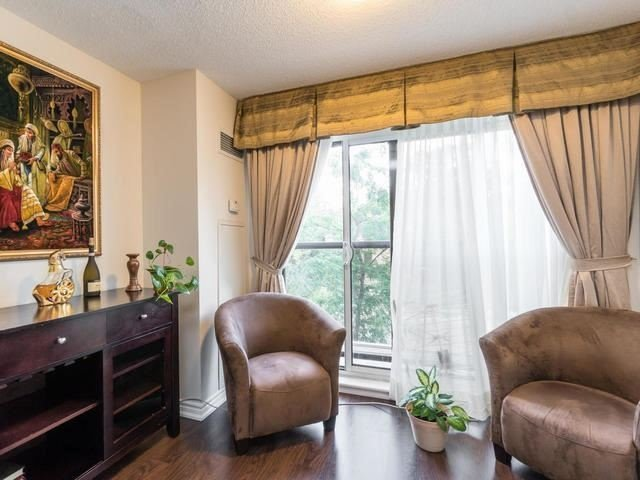 Condo Apartment at 18 Harding Blvd, Unit 208, Richmond Hill, Ontario. Image 14