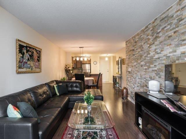 Condo Apartment at 18 Harding Blvd, Unit 208, Richmond Hill, Ontario. Image 15
