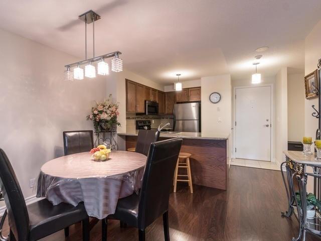 Condo Apartment at 18 Harding Blvd, Unit 208, Richmond Hill, Ontario. Image 16