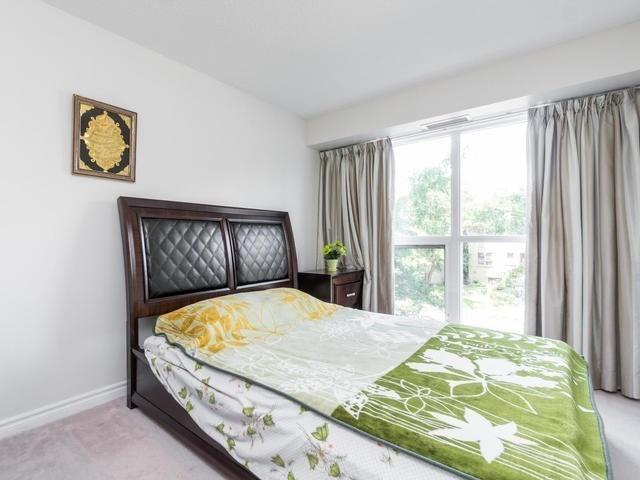 Condo Apartment at 18 Harding Blvd, Unit 208, Richmond Hill, Ontario. Image 17