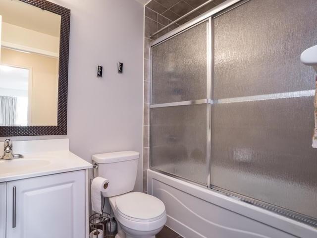 Condo Apartment at 18 Harding Blvd, Unit 208, Richmond Hill, Ontario. Image 4
