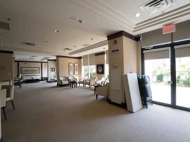 Condo Apartment at 18 Harding Blvd, Unit 208, Richmond Hill, Ontario. Image 8