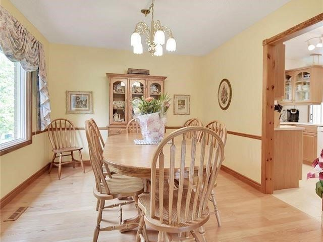 Detached at 366 London Rd, Newmarket, Ontario. Image 2